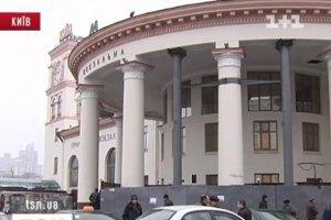"""Станцію метро """"Вокзальна"""" закривали через повідомлення про мінування (оновлено)"""