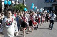 Учні севастопольської гімназії прийшли на останній дзвоник у вишиванках
