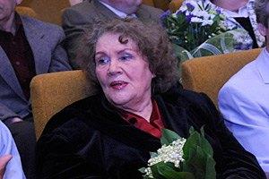 Лина Костенко пообещала выйти на баррикады
