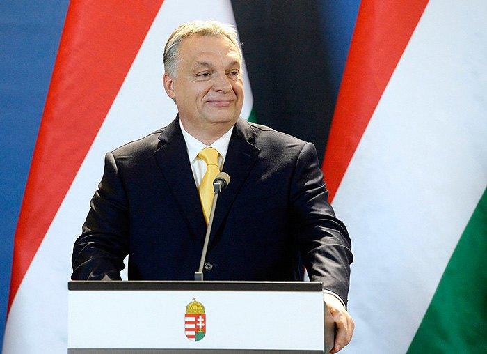 Виктор Орбан выступает на пресс-конференции в парламенте, Будапешт, 10 апреля 2018.
