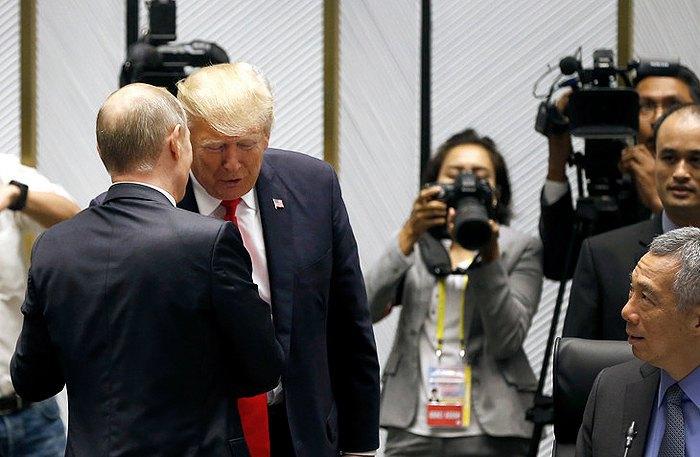 Владимир Путин и Дональд Трамп беседуют перед началом саммите АТЭС в Дананге.