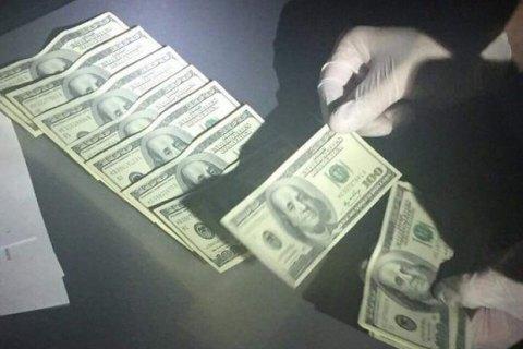 Один из руководителей управления юстиции Киева задержан при получении $50 тыс. взятки