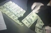 Одного з чиновників управління юстиції Києва затримали під час отримання $50 тис. хабара