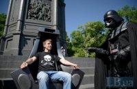 Кандидат в мэры столицы Дарт Вейдер показал киевлянам свой трон
