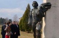 Во Львовской области отпилили руку памятнику Франко