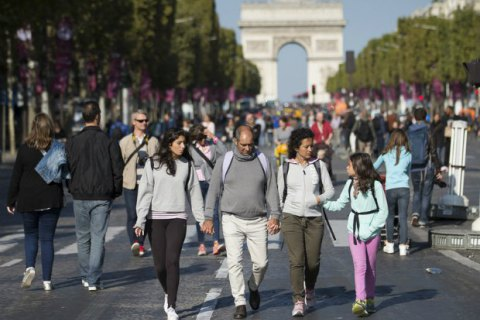 Влада Парижа раз на місяць закриватиме для автотранспорту Єлисейські поля