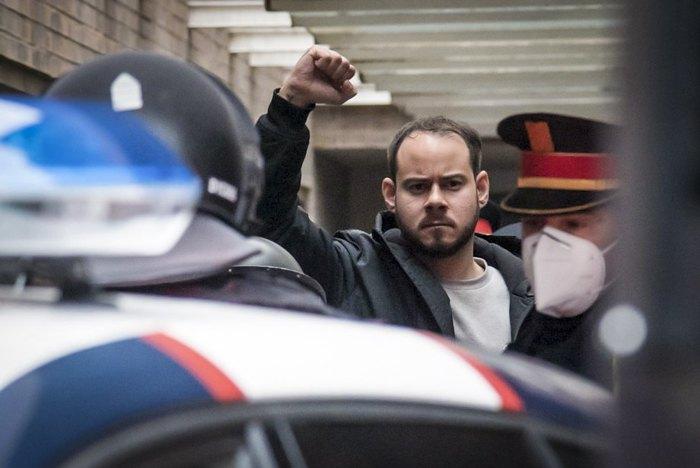 Репера Пабло Хаселя арештовують офіцери каталонської поліції в університеті міста Ллейда, Іспанія, 16 лютого 2021