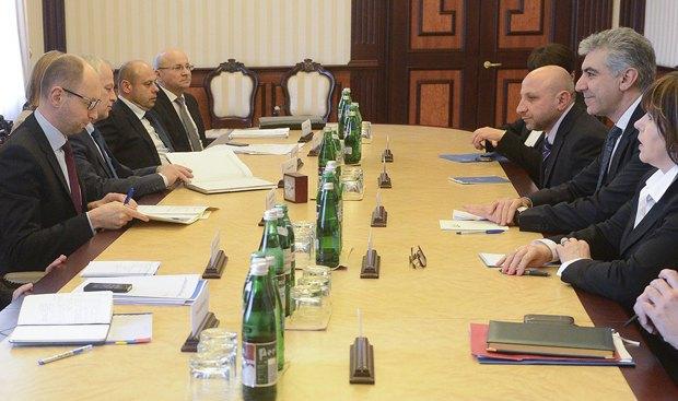 Арсений Яценюк во время встречи с Директором Европейского департамента МВФ Реза Могадам