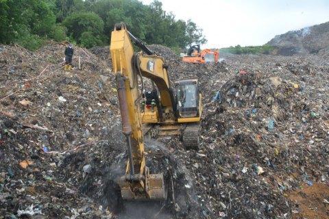 У Львові невідомі заблокували пункт, з якого сміття везуть на Київ