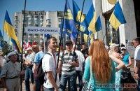 Захисники мови під Українським домом припинили голодування