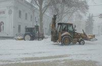 Из-за сильного снегопада в 4 областях ограничено движение на дорогах (обновлено)