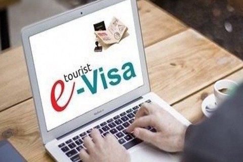 Україна з листопада вчетверо знижує вартість електронної візи для іноземців