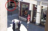 Поліція оточила центр Брюсселя через людину в пальті з дротами