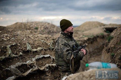 С начала суток на Донбассе один военный погиб, еще один получил ранение