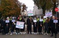 На Банковій пройшов мітинг проти призначення до Верховного Суду кандидатів з негативними висновками ГРД