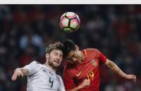 Во время матча с Уэльсом игроки сборной Китая заклеили татуировки скотчем