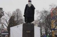 У Тернополі пам'ятник Пушкіну одягли в костюм Йоулупуккі, але потім зняли його через критику громадськості