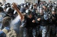 Силовики пытались применить силу к митингующим у Украинского дома