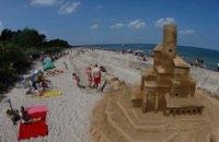 На пляже в Германии построили песчаный замок длиной 27 км