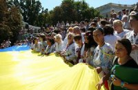 Колонна оппозиции развернет огромный флаг Украины