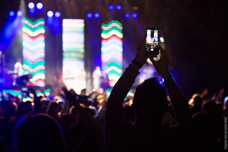 Маріуполь. Гурт Dakh Daughters Band виступає на концерті-відкритті міжнародного мультидисциплінарного фестивалю Startup ГОГОЛЬFEST