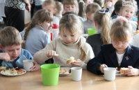 Бюджетний сніданок. Хто виграє тендери на харчування дітей у школах Києва