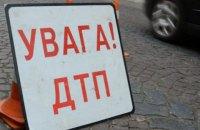 На Львівщині легковик влетів у будинок, четверо осіб постраждали