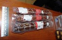 Женщина украла кролика, колбасу и конфеты на 2000 гривен в киевском супермаркете