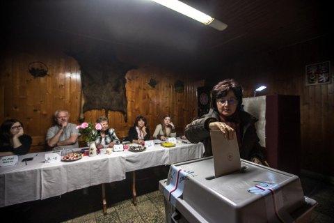 Действующий президент Земан лидирует в первом туре выборов в Чехии