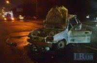 Lanos с пассажиром сгорел после ДТП на Столичном шоссе в Киеве
