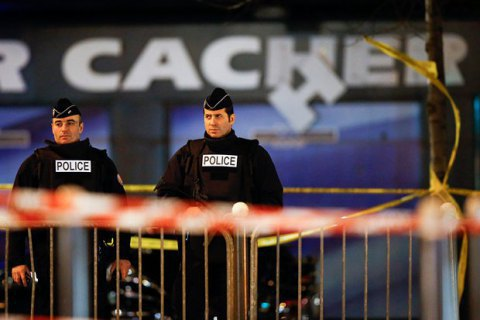 Макрон отменил режим чрезвычайного положения во Франции