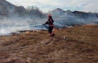 Пожежники за добу погасили близько 50 займань сухої трави в трьох областях України