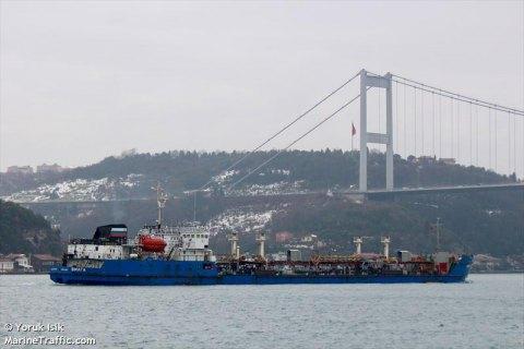 Херсонский суд отказался арестовать корабль, поставлявший топливо в Крым