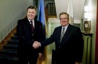 Коморовский пригласил Януковича в гости