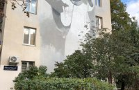 На мурале Иоанна Павла II в Киеве нарисовали свастику