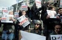 """Украинские фотографы поддержали задержанного на судне """"Гринпис"""" коллегу"""