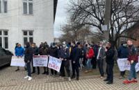 Під 87 ОВК зібралися одночасні мітинги прихильників Вірастюка і Шевченка