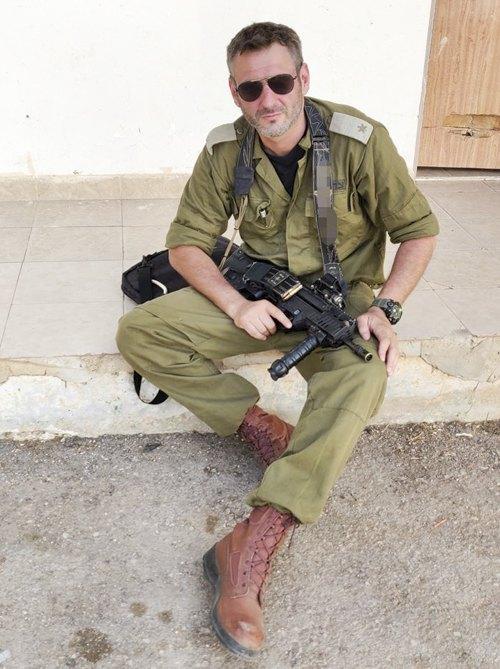 Віктор Верцнер у військовій формі під час служби в армії Ізраїлю