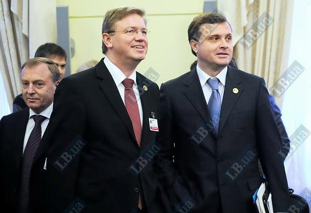 Левочкин (справа) взялся за улучшение имиджа Украины и миссию провалил