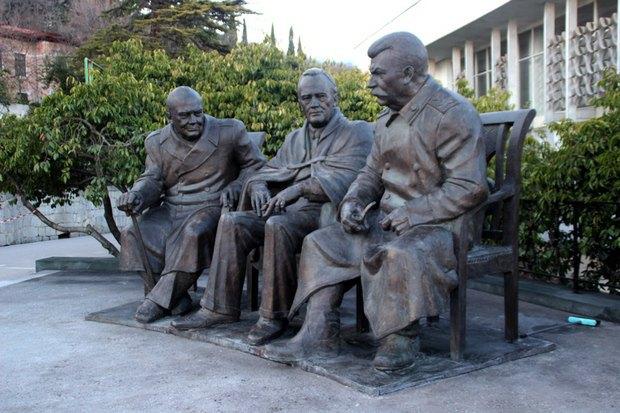 Картинки по запросу памятник сталину черчиллю рузвельту лондон