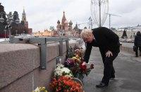 Боріс Джонсон поклав квіти на місці вбивства Нємцова