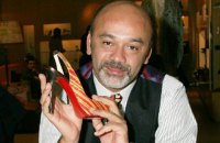 Дизайнер Лубутен выиграл суд за красную подошву