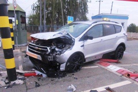 """На Чернігівщині п'яний чоловік на """"форді"""" намагався прорватися в Білорусь"""