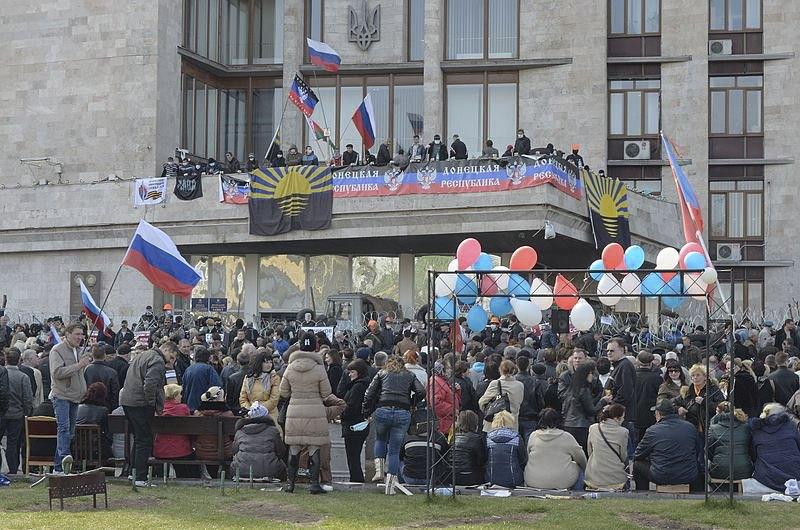 Захоплена ОДА в Донецьку, квітень 2014