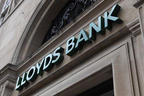 Британский банк заморозил счета 8 тысяч клиентов в рамках борьбы с отмыванием денег