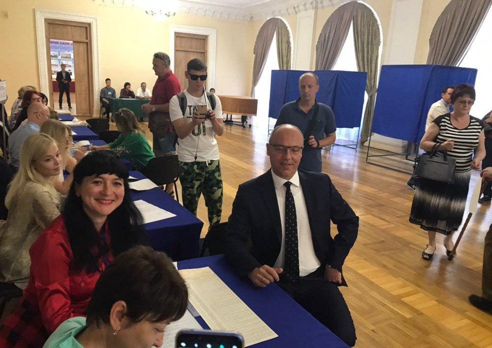 Парубий забыл принести на избирательный участок свой паспорт