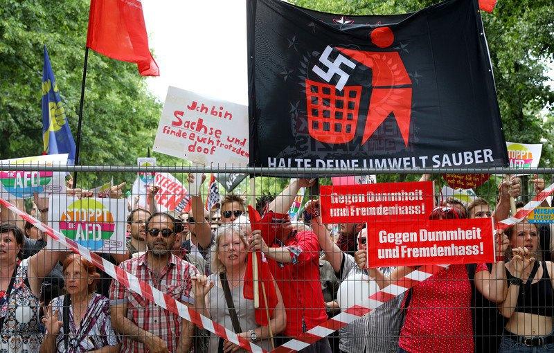 Сторонники «Альтернативы для Германии» иихпротивники вышли наулицы Берлина