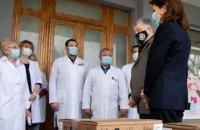 Петр Порошенко привез кислородные концентраторы в Черкасскую детскую больницу