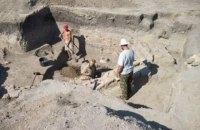 В Киеве археологи нашли мощеную деревом старинную дорогу