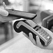 Как мобильные операторы с банками конкурируют